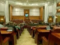 Cu indemnizatiile intacte, parlamentarii reduc salarii si vor sa concedieze femeile de serviciu