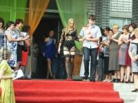Rochia de la balul de absolvire a facut-o vedeta pe internet. Cum s-a imbracat o eleva din Ucraina