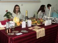 Firme virtuale cu produse reale. Afla ce competitie a umplut mesele elevilor cu produse delicioase