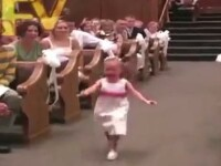 Cea mai amuzanta intrare la o nunta. Cum a ajuns aceasta fetita vedeta pe internet