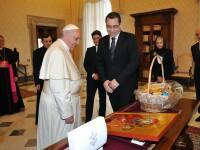 Victor Ponta a fost primit in audienta de Papa Francisc. Ce cadouri a primit premierul