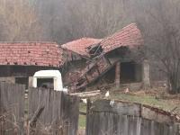 Despagubiri de 3 milioane de euro pentru 30 de sinistrati care au ramas fara case de 8 ani dupa o alunecare de teren