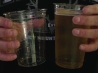 Experimentul care a indignat 400.000 de oameni. Care este diferenta dintre un pahar mic si unul mare de bere. VIDEO