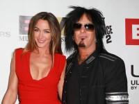 Nikki Sixx, basistul trupei Mötley Crüe, s-a casatorit cu modelul Courtney Bingham