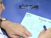 Engleza, la moda printre pensionari. Motivul pentru care bunicii din Romania studiaza acum limba lui Shakespeare
