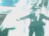 Ultimele imagini cu pilotul si copilotul avionului disparut din Malaysia. VIDEO