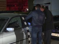 18 focuri de arma trase in doua masini de lux, la Targoviste. Proprietarii cred ca este vorba de un act de intimidare