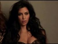 Kim Kardashian a pozat din nou goala. Vedeta si-a promovat noul sezon al reality show-ului Keeping up WIth The Kardashians