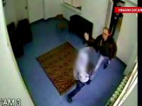 Seful Politiei Piatra Neamt a demisionat. Ofiterul spune ca regreta bataia aplicata fetei de 14 ani
