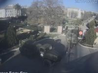 Criza din Ucraina. Fortele pro-ruse au folosit blindate si arme pentru a ocupa 2 baze. Un militar ucrainean a fost impuscat