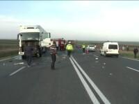 Accident grav in Buzau. Un om a murit si alti patru sunt in stare grava, dupa ce mai multe masini si un TIR s-au ciocnit