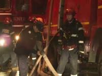 Cinci case din Capitala, distruse de incendiu. Un barbat a ajuns la spital cu arsuri dupa ce a sarit sa isi salveze cainele