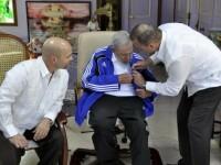 Cum mai arata Fidel Castro, dupa toate zvonurile care ii anuntau moartea. Imagini de la intalnirea cu 5 fosti agenti cubanezi