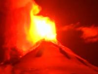 Imagini incredibile cu eruptia unui vulcan din Chile. Mii de persoane au fost evacuate dupa ce lava a iesit la suprafata