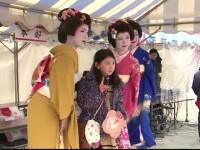Si Japonia sarbatoreste femeia in luna martie, dar nu cu martisoare. De ce se pun papusi din hartie pe rauri