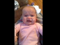 Reactia adorabila a unei fetite de 6 luni cand aude melodia preferata. Cum si-au castigat parintii ei linistea. VIDEO