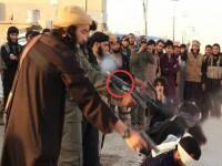 Cruzime fara limite. Jihadistii din Statul Islamic isi filmeaza executiile cu camere HD montate DIRECT pe arme