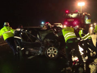 Un sofer care se intorcea din Germania cu o masina nou-nouta a lovit un TIR de armata. Un alt TIR i-a evitat in ultima clipa