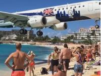 Cel mai periculos aeroport din lume. Avioanele zboara la doar cativa metri deasupra turistilor aflati pe plaja