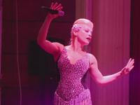 Loredana a cantat in fata a sute de fani din Iasi. Artista a ridicat publicul in picioare de la primele acorduri