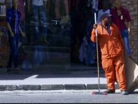 Uniformele muncitorilor de la salubrizare din Iordania vor fi schimbate, pentru ca seamana cu cele ale ostaticilor ISIS