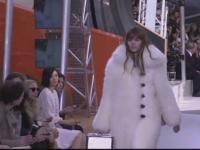 Saptamana modei de la Paris a luat final cu prezentarea colectiei Louis Vuitton. Blana a fost elementul principal