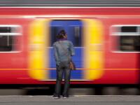 Panica la metroul londonez, dupa ce o femeie s-a blocat in usile unui tren si a cazut pe sine. Marturiile calatorilor
