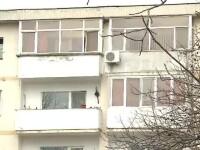 Copilul care a cazut de la etajul 2 a scapat miraculos, fara leziuni interne. Autoritatile considera ca a fost un accident