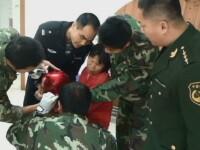 Un baietel din China a ramas intepenit cu capul intr-o oala din care a vrut sa-si faca o casca. Cum l-au eliberat pompierii