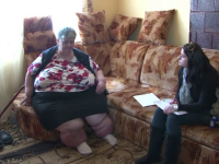 Are 200 de kilograme si nu a iesit din casa de 6 ani. Situatia dramatica in care se afla o femeie din Hunedoara