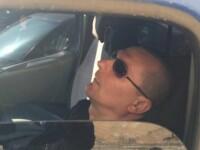 Politistul care vegheaza la siguranta cetatenilor... in somn. A parcat masina in centrul orasului si a adormit bustean. FOTO