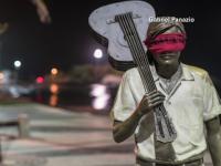 100 de statui din Rio de Janeiro, legate la ochi cu fasii rosii de panza. Situatia critica din spatele acestui gest simbolic