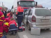 Accident mortal in Targu Jiu. Un barbat a intrat in plin intr-un camion in timp ce se certa la telefon cu o femeie