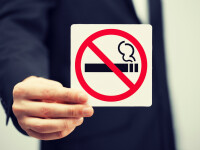 Sase elevi din Bucuresti, prinsi in timp ce fumau la scoala. Ce au patit dupa ce directoarea a chemat politia