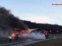 Incendiu de proportii in Cluj. Un autocar in care se aflau patru persoane a luat foc si a ars complet