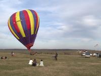 Zbor cu balonul cu aer cald la marginea Bucurestiului pentru amatorii de senzatii tari. Pretul unei ore de plimbare