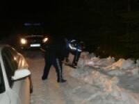 Doi copii si trei adulti, blocati vineri seara cu masina in zapada pe Transalpina. Salvamontistii i-au dus direct la politie