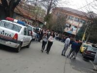 Liceul Ion Barbu din Bucuresti, evacuat in urma unei alerte cu bomba. Genistii nu au gasit nimic la control