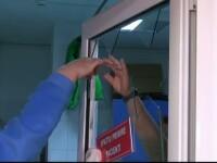 Barbat amendat cu 1.000 de lei, dupa ce a facut scandal si a spart un geam la Spitalul Judetean din Galati. De ce s-a enervat