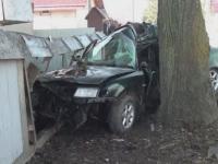 Un barbat de 30 de ani a murit dupa ce a intrat cu masina intr-un copac. Fiul sau de 7 ani se afla in autoturism