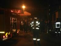 Incendiul dintr-o garsoniera din Rovinari, stins de pompieri. Trupul unui barbat de 37 de ani a fost gasit carbonizat