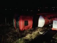 O cisterna cu 32 de tone de motorina s-a rasturnat langa Husi. Pompierii intervin in zona cu mai multe echipaje