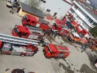 Incendiu la un complex industrial din Sectorul 3 al Capitalei: 10 masini de pompieri au intervenit, cladirea s-a prabusit