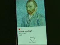 Autoportretul lui Van Gogh, expus pe un ecran tactil, la o expozitie despre istoria selfie-ului. Cate like-uri a primit