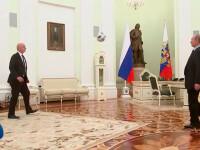 Putin și preşedintele FIFA au jucat fotbal la Kremlin. VIDEO