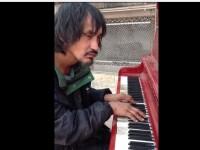 Povestea tristă a cerşetorului care a ajuns în toată presa internaţională. VIDEO