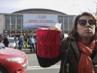 Proteste cu eugenii, ulei şi găleţi electorale, la congresul PSD