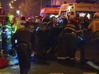 2 mașini, lovite de o a treia când așteptau la semafor. O persoană a murit, două sunt grav rănite