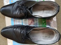 Tolo.ro: Pantofii cumpăraţi pentru poliţiştii locali se strică după 2 săptămâni