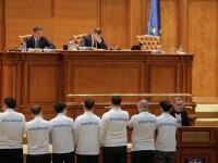 """Deputații USR au protestat în Parlament îmbrăcați în tricouri cu mesajul """"Fără penali"""". VIDEO"""